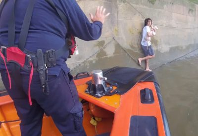 dog rescue at the Thames